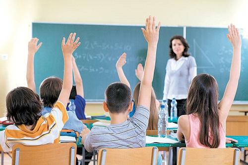 profesor-elev-cine pe cine invata