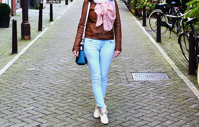 cum e corect_jeansi sau jeanși ori jeans
